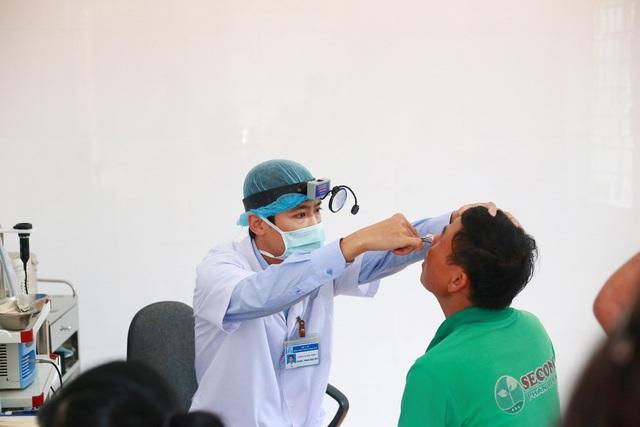 Các hoạt động khám bệnh chuyên sâu và cấp phát thuốc miễn phí gồm khám nội tổng quát, mắt, tai mũi họng, răng hàm mặt, thực hiện siêu âm bụng và điện tim được thực hiện cho 700 người dân tỉnh Quảng Trị và nước bạn Lào