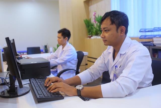 Sau khi lắp đặt hệ thống internet cố định của Mytel, các bác sĩ của bệnh viện Kan Thar Yar đã có thể quản lý hệ thống tốt hơn nhờ đường truyền chất lượng cao