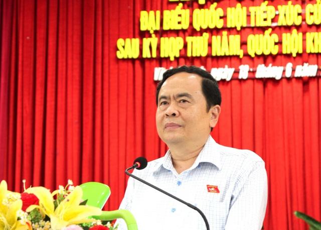 Ông Trần Thanh Mẫn trả lời câu hỏi của cử tri huyện Vĩnh Thạnh
