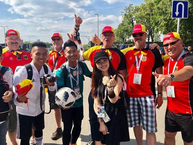 Trong chuyến đi này, Ngọc Nữ đi cùng với 2 VĐV tâng bóng nghệ thuật nổi tiếng là Đỗ Kim Phúc, Nguyễn Ngọc Anh và có chuyến trải nghiệm và ghi hình không khí World Cup 2018. Chỉ mới vài ngày ở Nga, nhóm của Ngọc Nữ đã được rất nhiều các fan thế giới bắt chuyện làm quen cũng như đài truyền hình các nước để ý, ghi hình lại.