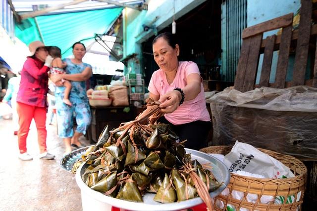 Bánh ú lá tre là món ăn quen thuộc của người dân Sài Gòn trong ngày Tết diệt sâu bọ.