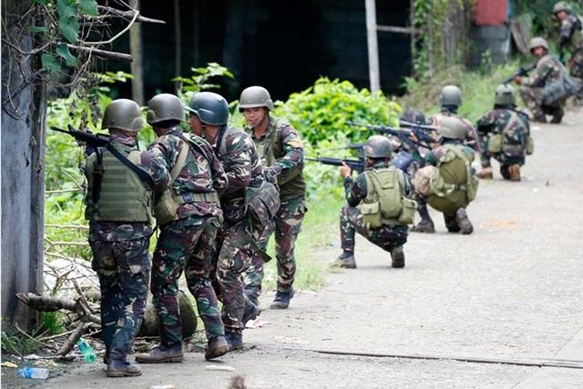 Quân đội Philippines đụng độ với phiến quân Hồi giáo ở Marawi, tháng 5/2017. (Nguồn: AP)
