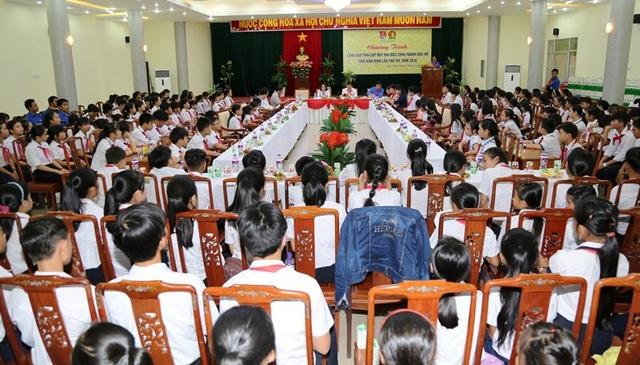 Lãnh đạo tỉnh Bình Định tổ chức gặp mặt 182 đại biểu Cháu ngoan Bác Hồ đại diện cho hơn 210 nghìn thiếu nhi trên toàn tỉnh.