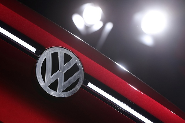 Volkswagen nhận án phạt kỷ lục 1 tỷ euro - 1