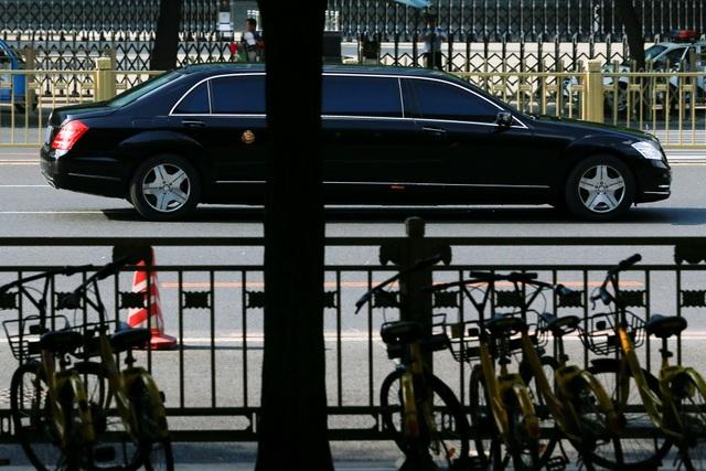Xe được cho là chở ông Kim Jong-un trên đường phố Bắc Kinh (Ảnh: Reuters)