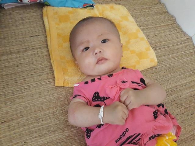 Nghẹn ngào bé gái bị bỏ rơi mang nhiều bệnh tật - 1
