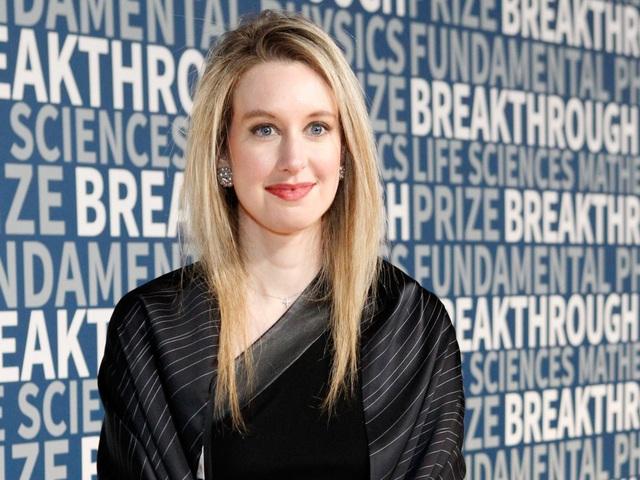 Với những nỗ lực không ngừng nghỉ và sự tập trung tuyệt đối, Holmes được tạp chí Forbes đưa lên trang bìa vào năm 2014 và trở thành nữ tỷ phú tự thân trẻ nhất thế giới cùng khối tài sản ước tính 4,5 tỷ USD.