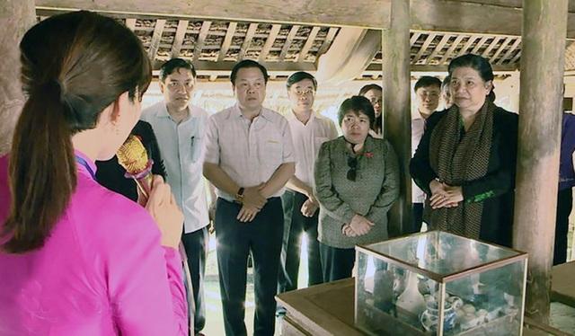 Phó Chủ tịch Thường trực Quốc hội Tòng Thị Phóng và đoàn công tác về thăm quê nội, quê ngoại Chủ tịch Hồ Chí Minh.