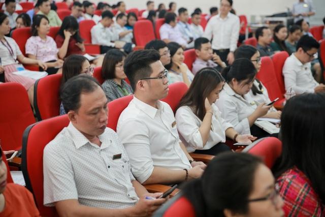 Cán bộ, giảng viên trường ĐH Công nghệ TPHCM dự tập huấn công tác đi coi thi THPT Quốc gia
