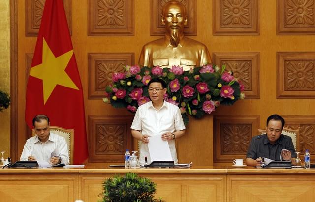 Phó Thủ tướng Vương Đình Huệ cùng các Phó Trưởng Ban chỉ đạo phòng chống rửa tiền chủ trì phiên họp