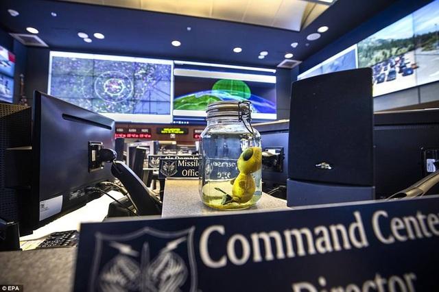 Bên trong cơ sở của Bộ chỉ huy phòng thủ không gian vũ trụ Bắc Mỹ (NORAD).