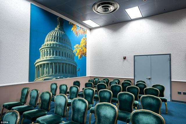 Phòng họp báo nằm trong căn hầm bí mật dưới khu nghỉ dưỡng Greenbrier.