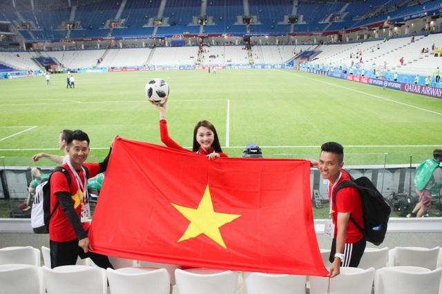 Trong chuyến đi này, Ngọc Nữ đi cùng với 2 VĐV tâng bóng nghệ thuật là Đỗ Kim Phúc, Nguyễn Ngọc Anh.