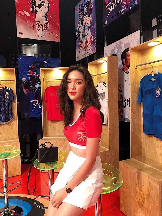 Linh là 1 trong 32 cô gái tham gia Nóng cùng World Cup