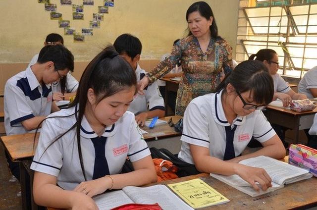 Học sinh lớp 12 ôn thi môn Văn. (Ảnh: Tấn Thạnh)