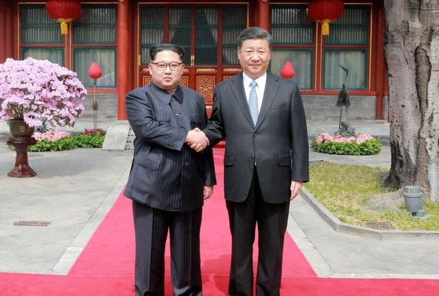 Nhà lãnh đạo Triều Tiên Kim Jong-un và Chủ tịch Trung Quốc Tập Cận Bình (Ảnh: Reuters)