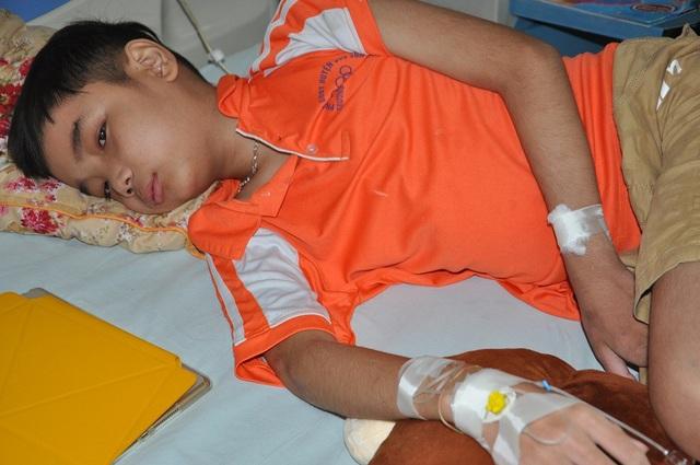 Đăng Dương bị u lympho ác tính nên phải nhập viện điều trị.