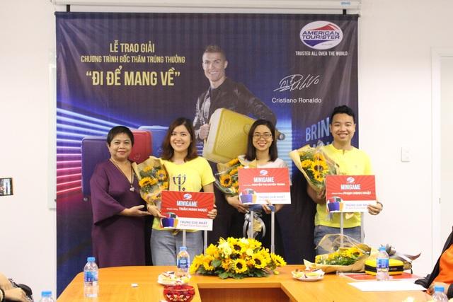 Khách hàng may mắn khi tham gia Minigame trên facebook của nhãn hàng American Tourister với giải thưởng là chiếc vali Curio trị giá 3.500.000 đồng