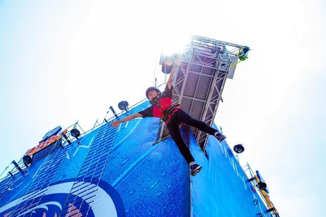 Bức tường Tiger 2018 lần đầu ra mắt thử thách Bun-Abseiling, mang đến trải nghiệm rơi tự do trong không trung từ độ cao 15m cho các fan yêu mạo hiểm