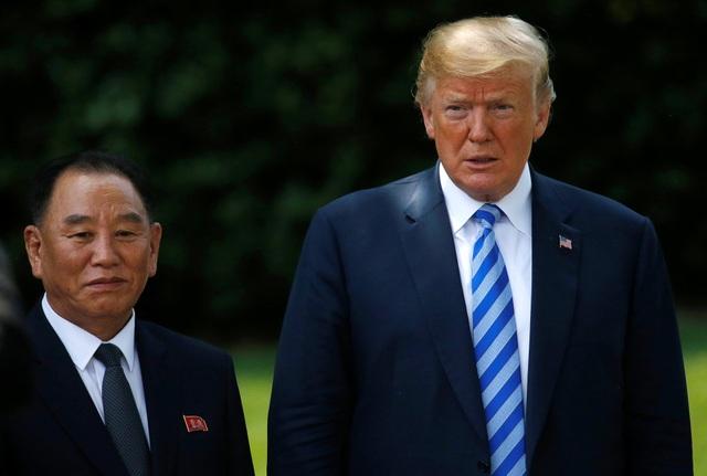 Sau cuộc gặp với ông Kim Yong-chol, Tổng thống Trump xác nhận với các phóng viên rằng ông và nhà lãnh đạo Kim Jong-un sẽ gặp nhau tại Singapore theo đúng lịch trình ban đầu. (Ảnh: Reuters)