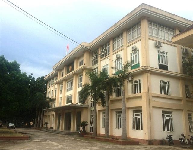 UBND huyện Bá Thước cũng ra Công văn về việc mở lớp thi sát hạch cấp chứng chỉ ứng dụng CNTT cho giáo viên các trường mầm non, tiểu học, THCS trên địa bàn trái quy định.