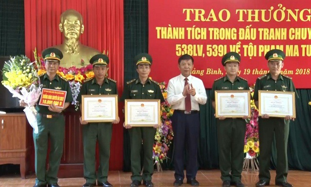 Chủ tịch UBND tỉnh Quảng Bình tặng Bằng khen cho tập thể, cá nhân có thành tích xuất sắc trong đấu tranh, triệt phá thành công hai chuyên án ma túy, góp phần phòng chống các loại tội phạm ở khu vực biên giới.
