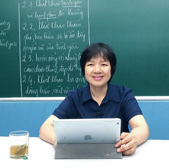 Tiến sĩ Văn học Trịnh Thu Tuyết