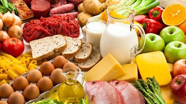 Chế độ ăn hợp lý quyết định rất nhiều tới sức khỏe và thể lực của các bạn học sinh.