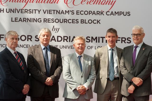 Tháng 4/2018, Giáo sư, hiệp sĩ Adrian Smith - Hiệu trưởng Đại Học London đã có chuyến thăm quan và khai trương Trung tâm Học Liệu tại cơ sở BUV Ecopark.