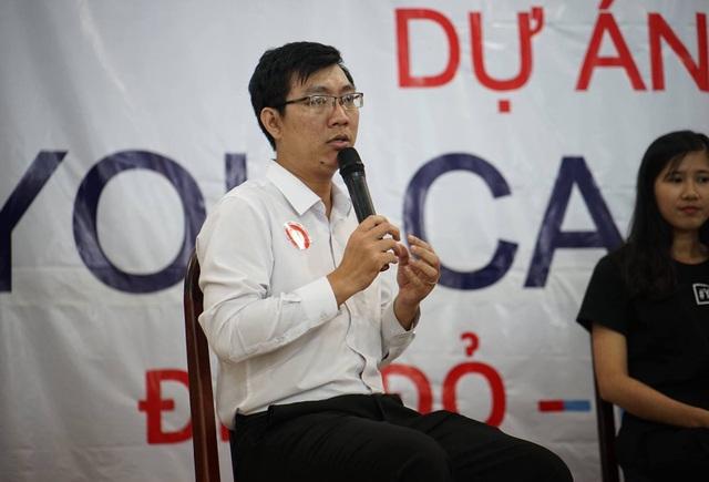 Thầy Huỳnh Kiều Viết Lãm, người có những lời khuyên dí dỏm cho học sinh trước kỳ thi THPT Quốc gia. (Ảnh: Facebook nhân vật)
