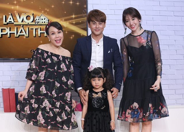MC Việt Hương và Hari Won rất cảm phục bởi Ưng Đại Vệ đã một mình nuôi cô con gái ngày càng ngoan và đáng yêu.