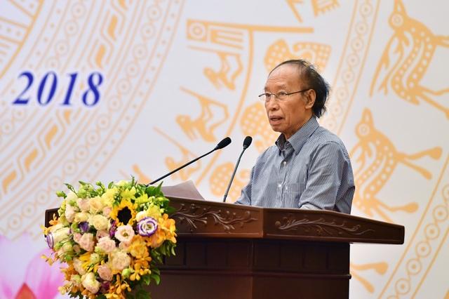 Nhà báo Phạm Huy Hoàn nhận định, báo chí, với sự chỉ đạo của Đảng, Chính phủ, luôn là tiếng nói mạnh mẽ, góp phần tích cực trong công tác chỉnh đốn Đảng, chống tham nhũng và phát triển kinh tế đất nước. (Ảnh: Hoàng Hà)