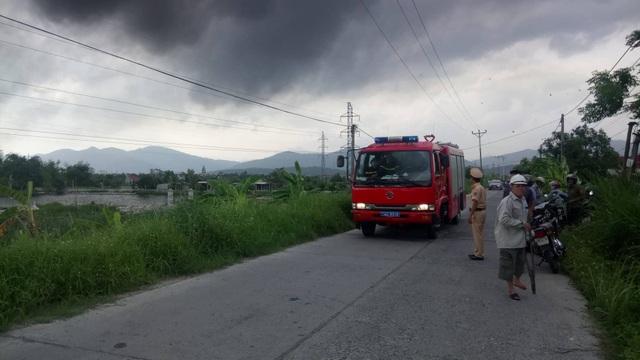 Hàng chục xe cứu hỏa cùng các chiến sĩ lực lượng PCCC đã được điều động đến hiện trường (ảnh CTV)