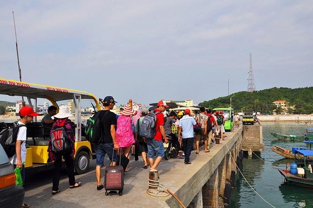 Sau sự cố sét đánh trúng đường điện, Cô Tô khuyến cáo khách du lịch hạn chế ra đảo (ảnh minh họa)