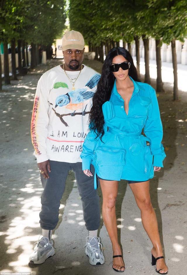 Vợ chồng Kim Kardashian - Kanye West dự tuần lễ thời trang Paris