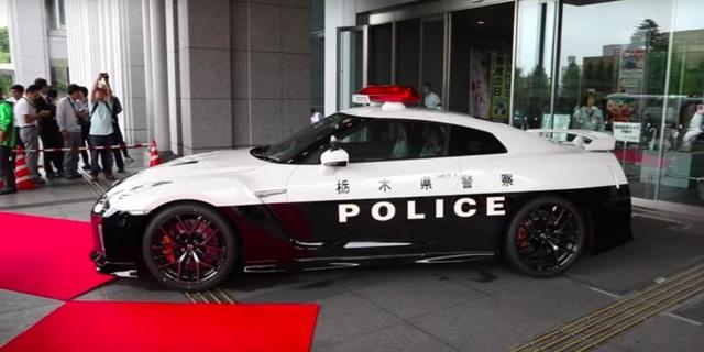 Cảnh sát Nhật Bản được trang bị siêu xe Nissan GT-R - 1