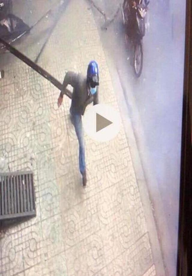 Truy tìm 2 thanh niên nghi ném chất gây nổ vào trụ sở công an phường - 5