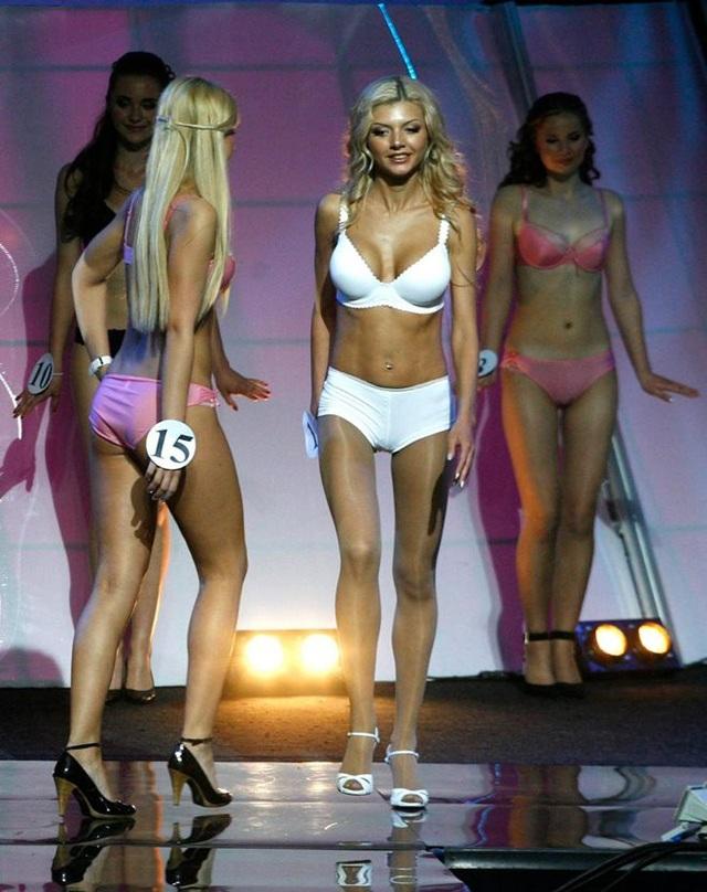 Fan nữ xinh nhất Nga hóa ra là hoa hậu từng đóng phim 18+ - 5