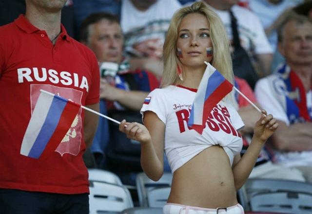 Fan nữ xinh nhất Nga hóa ra là hoa hậu từng đóng phim 18+ - 7