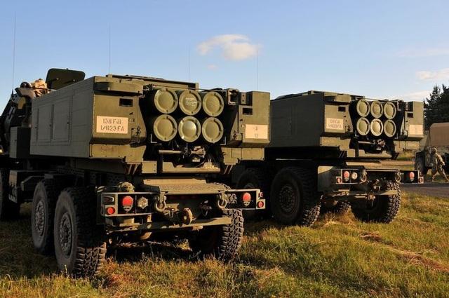 Các hệ thống pháo phản lực cơ động cao M142 (HIMARS) tham gia tập trận Saber Strike tại Bemoko Piskie, Ba Lan ngày 14/6.