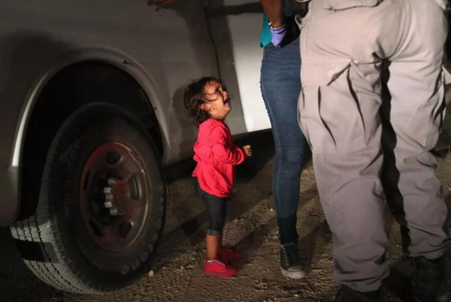 Bức ảnh tạo nên làn sóng phẫn nộ cho dư luận tại Mỹ và trên thế giới.