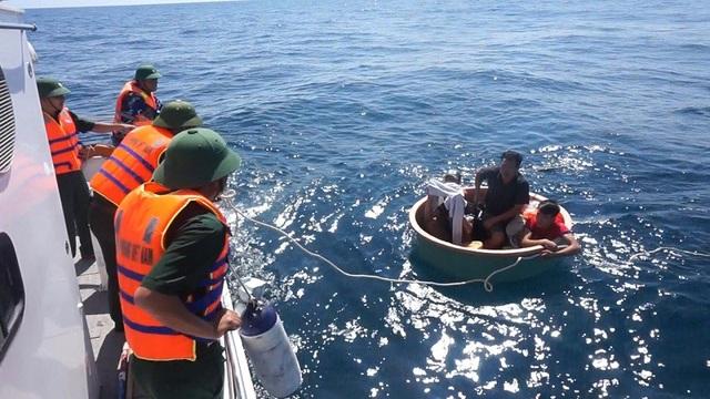 Các ngư dân gặp nạn được ứng cứu kịp thời