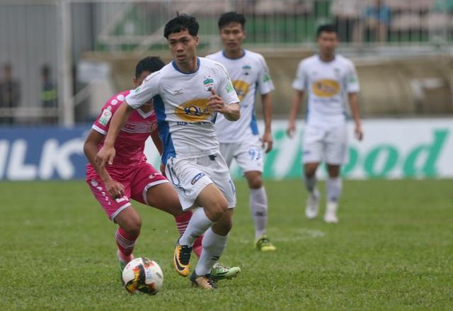 Cầu thủ nổi tiếng nhất Việt Nam ghi 1 bàn trong trận đấu này, từ chấm phạt đền
