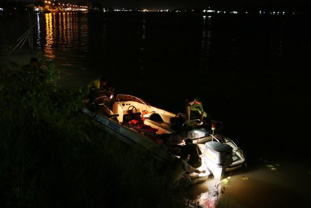 Sau một tuần lực lượng chức năng tỉnh An Giang nỗ lực tìm kiếm, đến 18h tối qua đã tìm được thi thể Đại úy Huỳnh Thanh Danh.