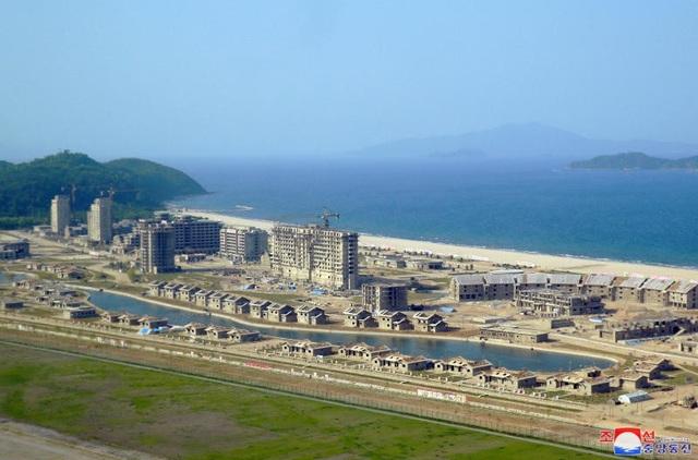 Khu du lịch Wonsan-Kalma đang được xây dựng tại Triều Tiên (Ảnh: AFP)