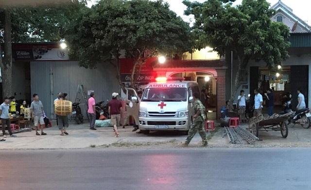 Xe cấp cứu đưa thi thể nữ sinh M. về quê vào chiều tối 22/6.