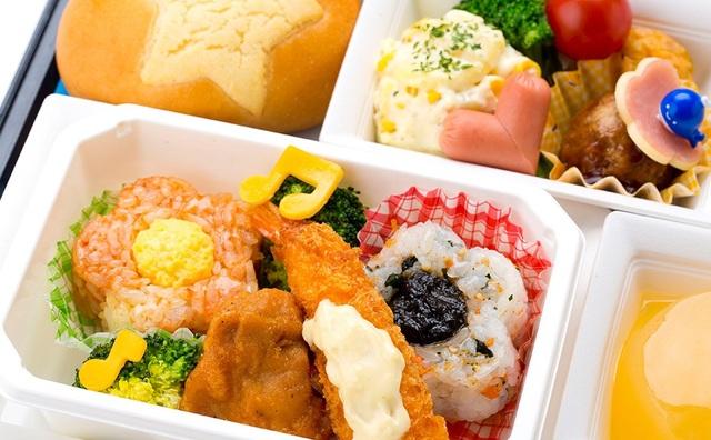 Bữa ăn đầy màu sắc dành riêng cho trẻ em từ 2 – 5 tuổi (áp dụng cho đường bay từ Tokyo về Hà Nội dành cho hành khách đặt dịch vụ ít nhất 24h trước chuyến bay)