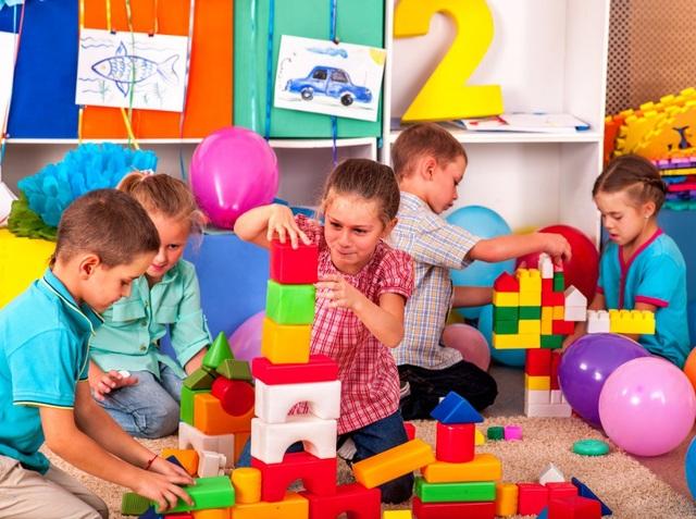 Trẻ học nhanh nhất là khi tự khám phá ra những điều mới mẻ.