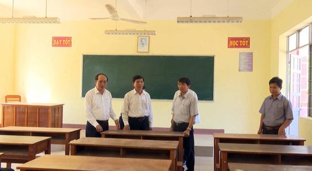 Ban chỉ đạo Kỳ thi THPT quốc gia 2018 tỉnh Phú Yên kiểm tra công tác chuẩn bị tại Trường THPT Nguyễn Du