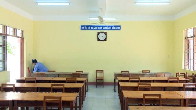 Mỗi thí sinh được chuẩn bị 1 bàn ghế riêng biệt